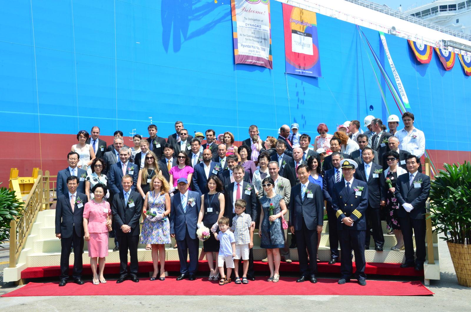 Во время церемонии имянаречения нового танкера-газовоза СПГ