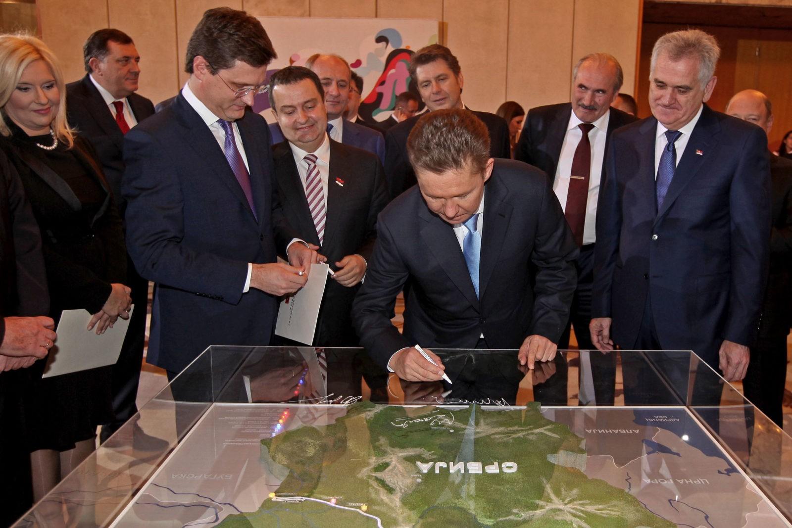 Александр Новак, Алексей Миллер и Томислав Николич (на переднем плане)