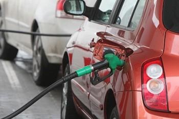 Цены на бензин и дизтопливо в розницу сохраняют стабильность
