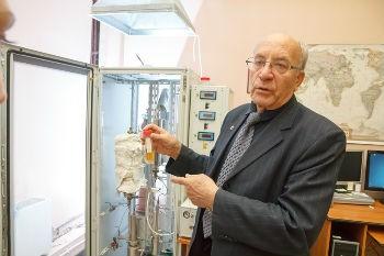 Новые разработки томских ученых позволяют удешевить производство бензина для транспортных средств