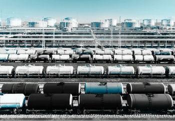 ФТС: Доходы РФ от экспорта нефти в январе-апреле выросли в 1,5 раза