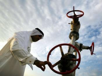 Нефть в минусе на опасениях влияния ситуации с Катаром на соглашение ОПЕК